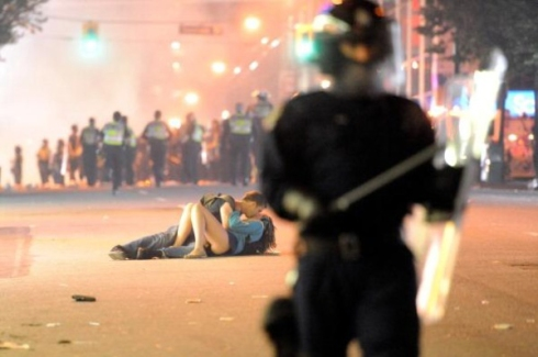 Kissing Vancouver Couple riot